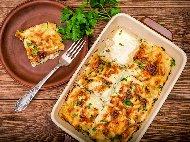 Лазаня от готови кори със спанак, пилешко месо, синьо сирене и бял сос